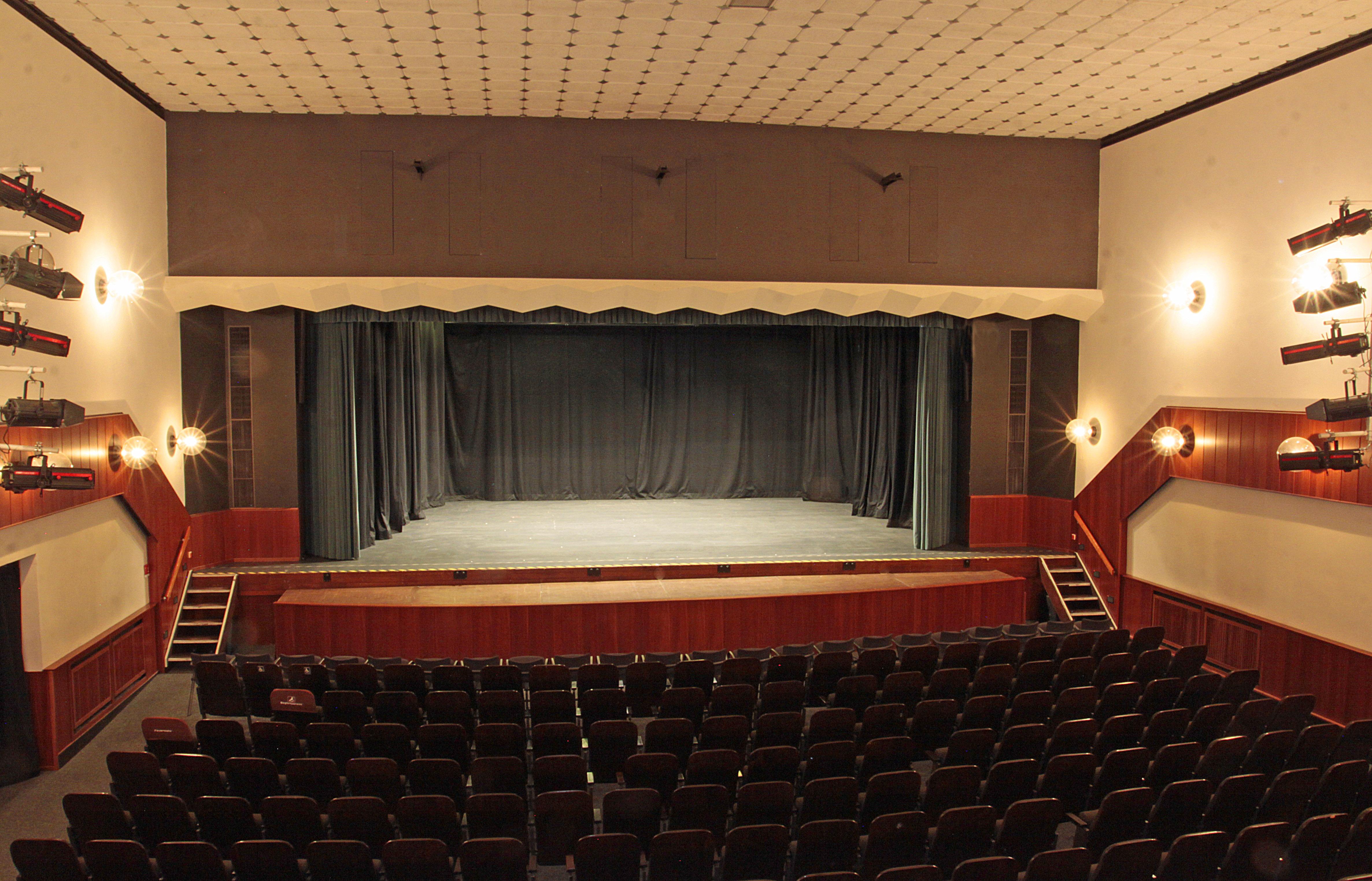 abe32c949astadttheater_-_3.jpg